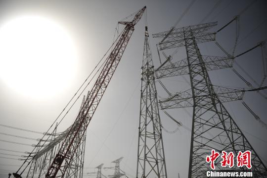 青海电网启动最大规模停电施工破题光伏发电外送难题