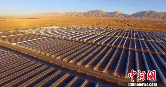 中国首个大型商业化光热电站一次带电并网成功